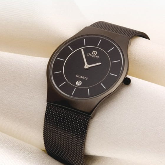 Superflache schwarze Herrenuhr